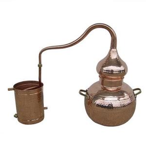 Alambique de cobre para la destilación